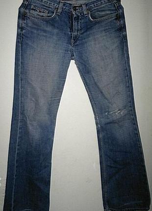 Женские джинсы рваные.