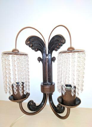 Светильник настенный с хрустальными подвесками.