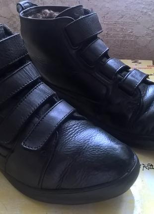 мужские ботинки.