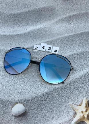 Трендовые солнцезащитные очки с голубой линзой  к. 2424