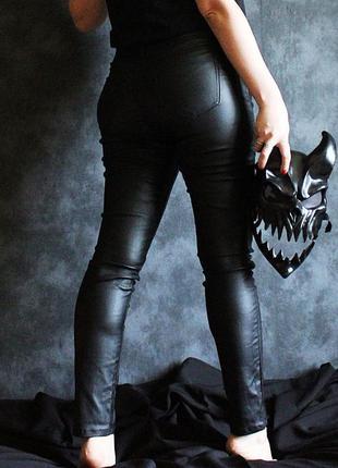Идеальные черные брюки под кожу Ostin