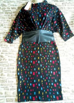 Стильное платье с корсетом из экокожи