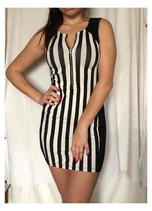 Черно-белое платье в полоску