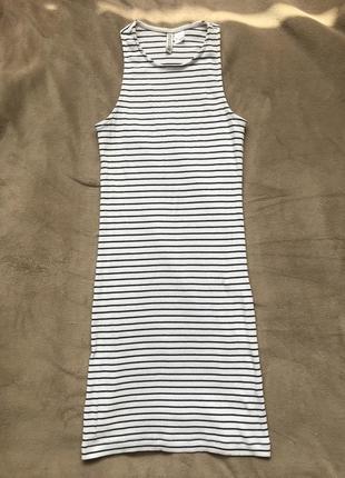 Бело-чёрное полосатое платье