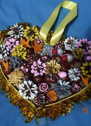 Интерьерный рождественский венок ручной работы из шишек 29Х34 см