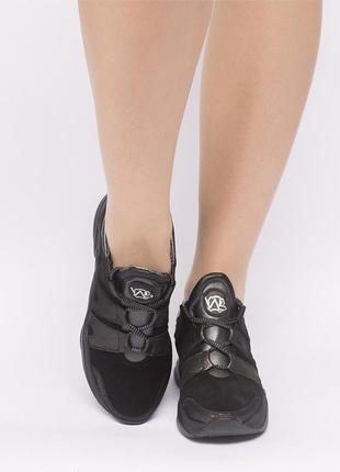 Кроссовки черные замшевые