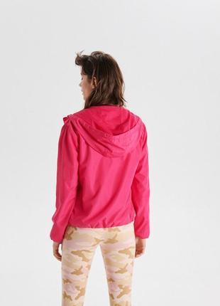 !продам новую женскую спортивную куртку ветровку пиджак с капю...