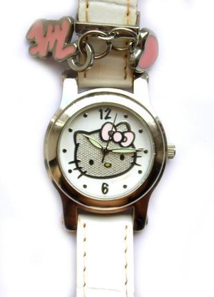 Hello kitty детские часы оригинал от sanrio мех. japan