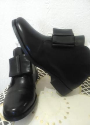 Шкіряні коротенькі черевички
