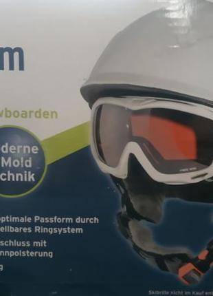 Детский лыжный и сноубордический шлем.