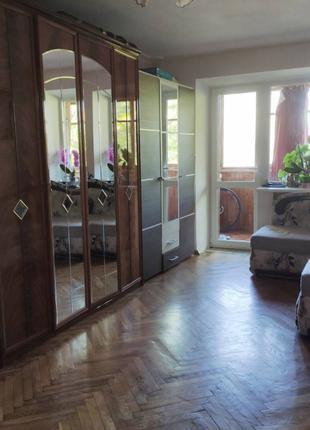 В продаже двухкомнатная квартира на проспекте Шевченко.