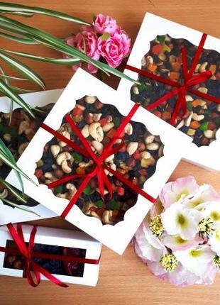 Подарочные наборы из орехов и сухофруктов