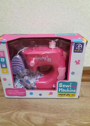 Детская швейная машинка с педалью управления