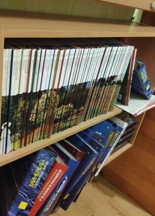 Отличная полка для книг, журналов, игрушек, сувениров, ваз и ТД.