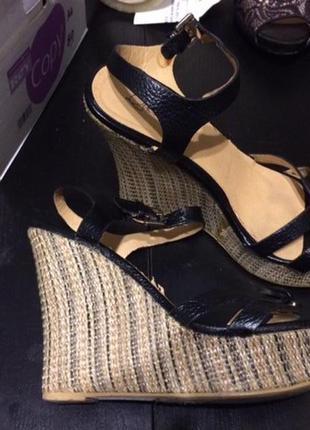 Queen bee босоножки сандали на танкетке платформе