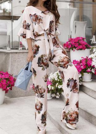 Шикарный брючный летний костюм с цветами
