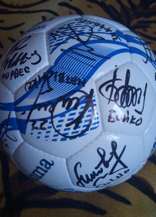 Мяч с автографами игроков сборной Украины