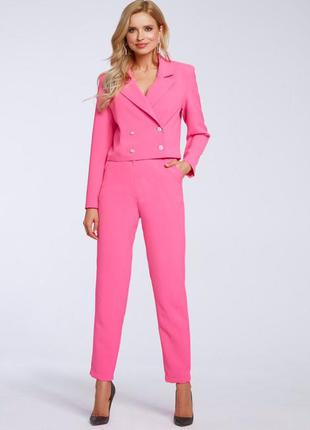 Стильный женский деловой костюм