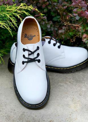 Крутые мужские белые туфли