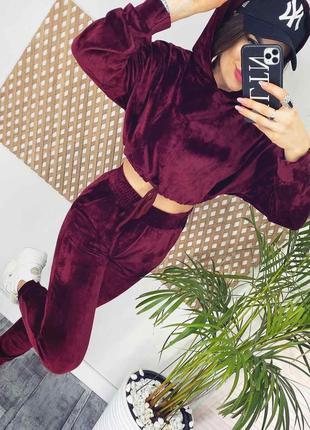 Крутой женские велюровый костюм