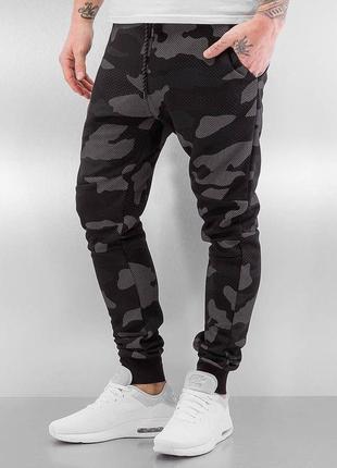 Крутые мужские камуфляжные штаны