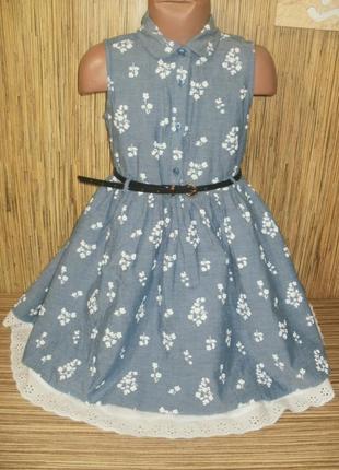 Платье джинсовое с цветочным рисунком на 7-8 лет