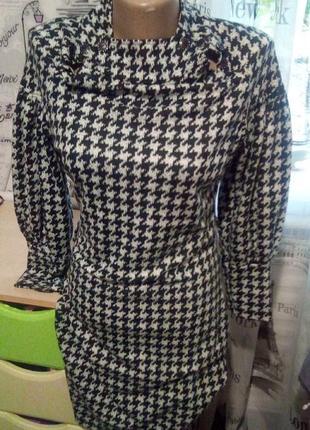 Тёплое платье-миди с принтом гусиная лапка от club donna