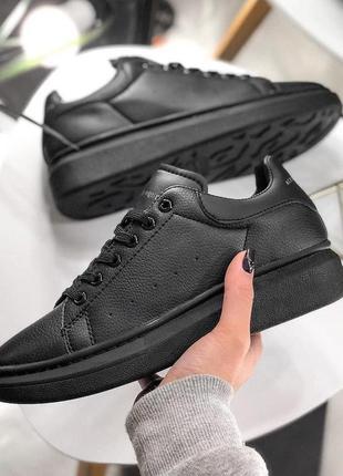 Стильные кожаные женские кроссовки