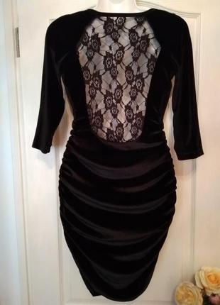 Вечернее велюровое чёрное платье-миди с гипюровой спинкой