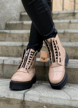 Шикарные женские ботинки мартинс на платформе с мехом