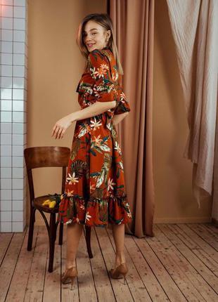 Шикарное женское платье ниже колен