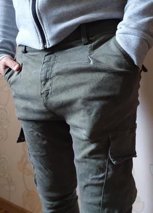 Классные мужские зауженные джинсы с карманами