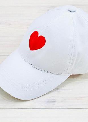 Стильная женская кепка
