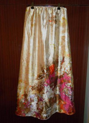 Длинная атласная юбка. юбка в цветы. бежевая юбка.