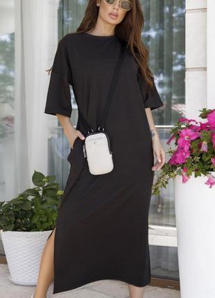 Трикотажное прямое платье с разрезами