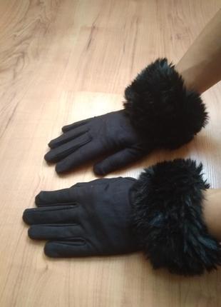 Перчатки демисезонные украшеные мехом