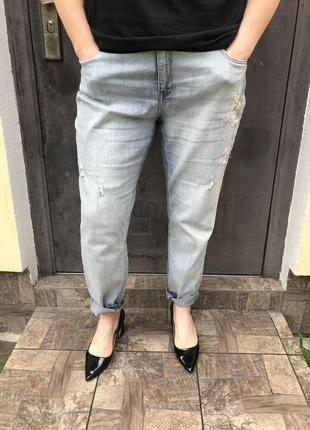 Джинсовые штаны-бойфренды,брюки с вышивкой,потертости,дыры,бол...