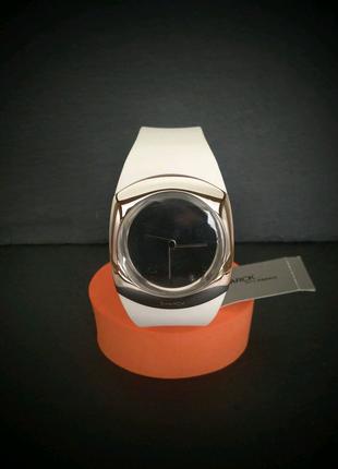 Жіночий годинник Philippe Starck Minimalist