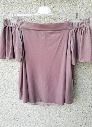 Бархатная блузка с приспущеными плечами