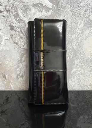 Лакированный женский кошелек из натуральной кожи bethcat