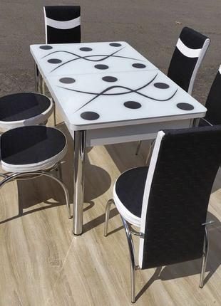Обеденный комплект. Раздвижной стол из стекла и стулья. Турция.