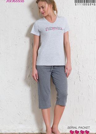 Комплект женский из футболки и капри для дома и сна vienetta
