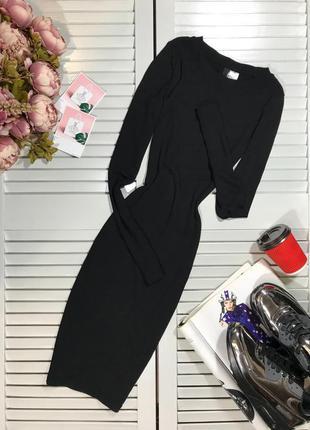 Классное платье ниже колена в рубчик