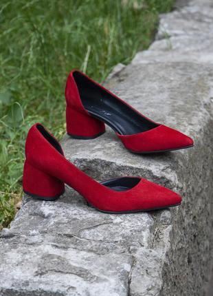 Красные замшевые туфли на каблуке 4 см