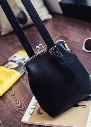 Сумочка с застежкой-кошелек (черная)