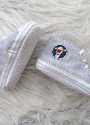 Стильные пинетки мокасины кроссовки кеды  ботинки disney