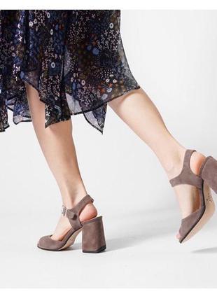 Босоножки на удобном устойчивом каблуке