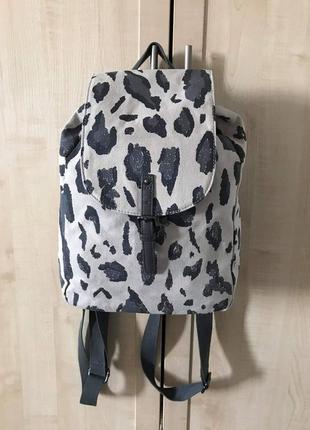 Вместительный рюкзак next
