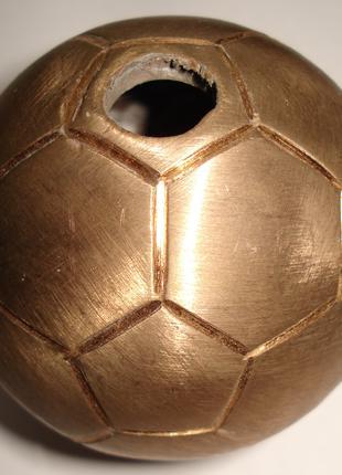 Продам сувенирный медный мяч