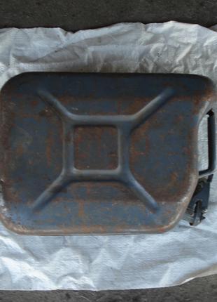 металлическая канистра на 10 л б у